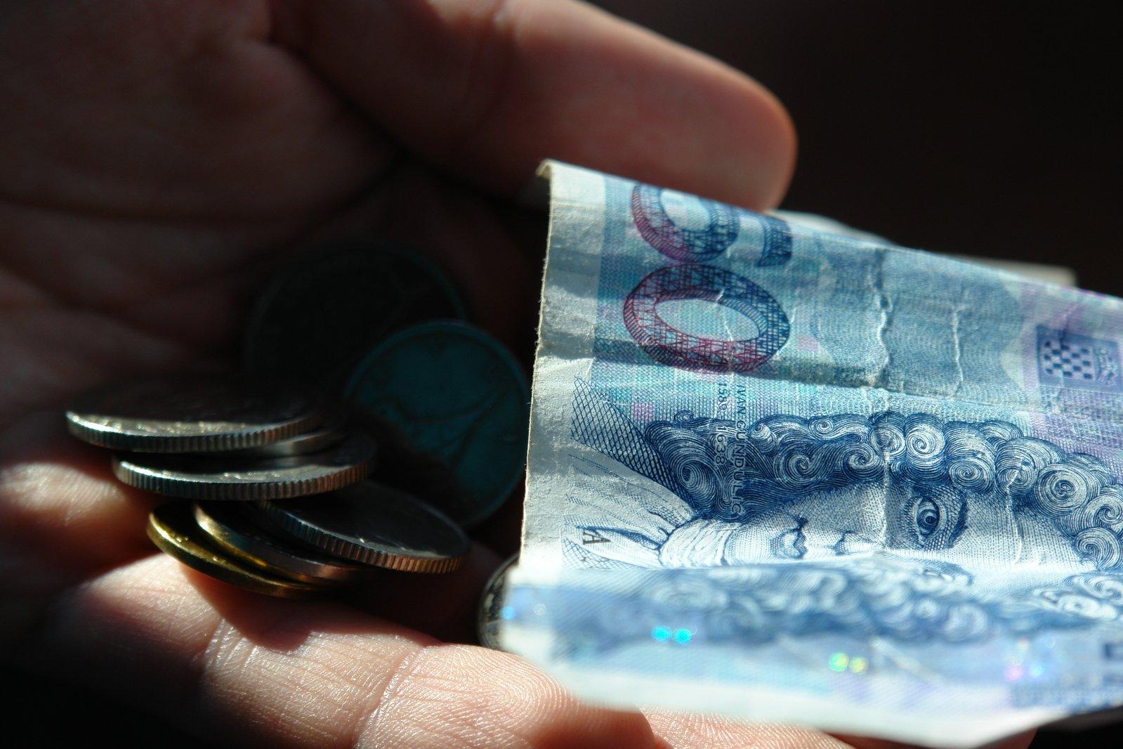 peníze na ruce